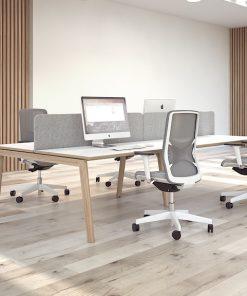 Duo werkplek Nova Wood met wit blad en eiken frame. Narbutas Bureaustolen MKB