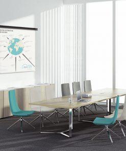 Plan-A vergadertafel met stoelen, afmeting 420 x 120 cm, verchroomd onderstel en wit eiken blad.