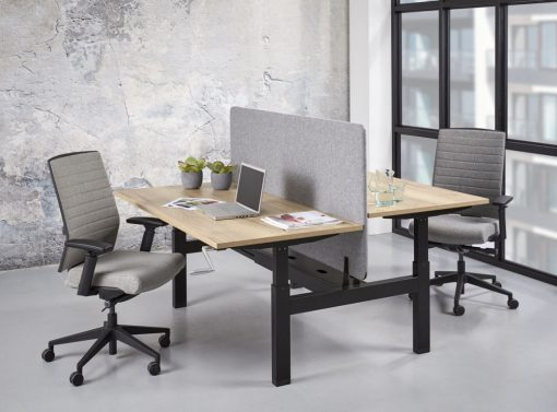 Office Duo werkplek Slinger Verstelbaar met zwart frame, akoestisch scherm en eiken bald